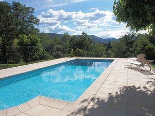 maison indépendante avec piscine privée, animaux acceptés.