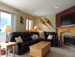 Ski-In/Out to main Lift. Snow Creek Village 3 BR 3 BA. Hot Tub. Walk to village!