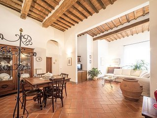 Gracious Historical Apartment In The Heart Of Siena