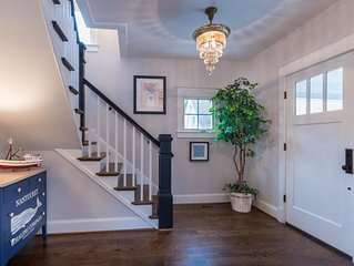 Pristine Renovation: Perfect Downtown  Location walk to the Academy or Stadium!