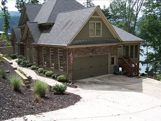 Luxury Lakefront Lodge in Gated Community
