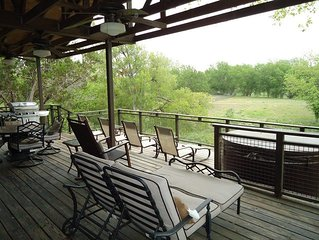 Pets Welcome!! Country Charmer with Peaceful Setting!! Prepare to Relax!!!