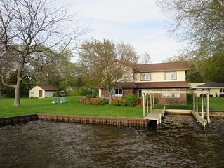 Hamlin Lake Water Front-Family/Dog  Friendly Home