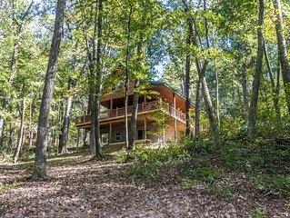 Hocking Hills Luxury Cabin! 95 acres, game room, fire pit, full kitchen, wifi