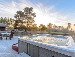 Lake Cleone Vista vacation home - sleeps up to 10 - private hikes to the coast