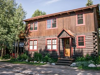 In Town Award-Winning 4-Bedroom Home with Fire Pit