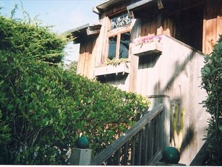 Charming Carmel Home, 2 Blocks to Carmel Beach, Walk to Town