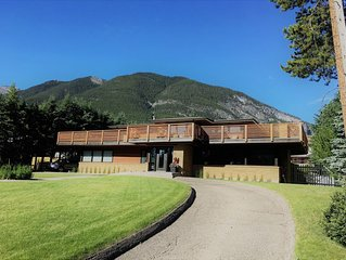 Beautiful large home in the heart of Banff, walking distance to everything.
