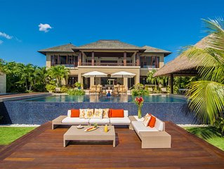 Luxurious villa, private beach, ocean views, infinity pool, fully staffed