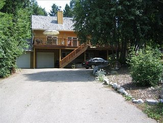 5BR Retreat, Views, Pool Table, 2 Decks, 4 Bath, Cathedral Ceilings, Dble garage