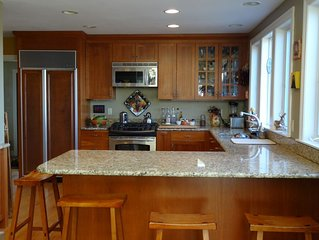 Water Front! Family and Pet Friendly! Walk to town! Sleeps 8
