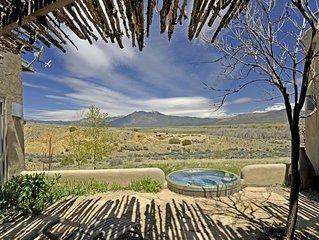 Stunning Views of Taos Mountain, 2 Bedroom 2 Bathroom Luxury Guesthouse