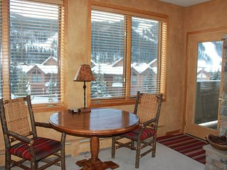 Gateway River Run: 2 Master Suites, Walk to Lifts, Slope Views, Washer/Dryer