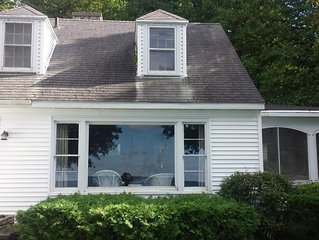 Spacious four bedroom house on the bay of Green Bay.