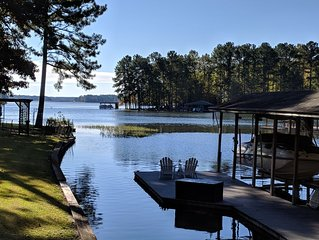 Beautiful 5 BR 3 1/2 Bath Lake Front  Home located on quiet Pea Hill Creek