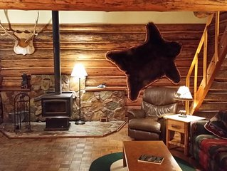 Montana log cabin get away next to Glacier National Park
