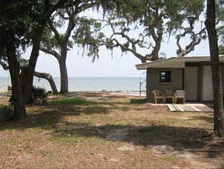 Cottage on Perdido Bay. Right on the Water, Big Trees, Quiet.