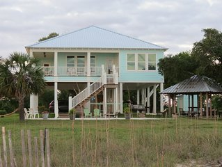 'Seaglass'-Perfect Beach House with Pool, Peaceful and Private