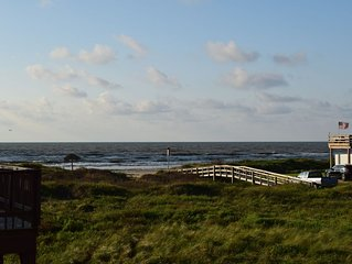 Beautiful Gulf views and huge living area. Sleeps 15!