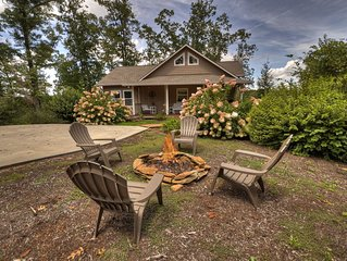 Sweet Haven Cottage is Beautifully Decorated & Minutes to Downtown Blue Ridge