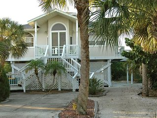 A-Lure - Single Family Home, Private Heated Pool and Boat Dock, Walk to Beach