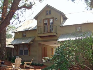 Getaway Cottage In the Heart of Downtown on Fairhope Ave!