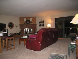 Centrally Located, only 2 Blocks To Summit Blvd. - Sleeps 7-8, Clubhouse Access