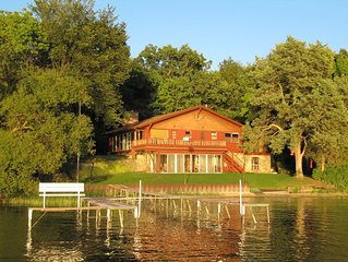 Laid Back Lakefront Cottage--Family Fun on Powers Lake