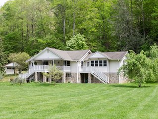 Enjoy creek, huge yard, mountain view, WiFi, humming birds, deer, great kitchen