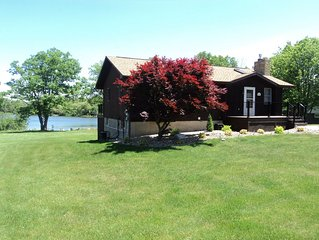 Lakefront-Hot Tub, Pool Table, Dock, Boats, WIFI !!Book Now for winter skiing