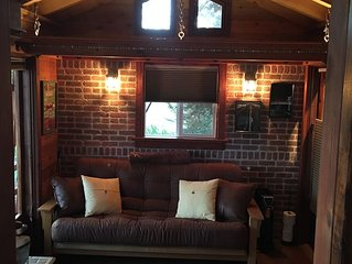 Perfect Couples Get-Away -Unique Cabin -close to wineries and beach