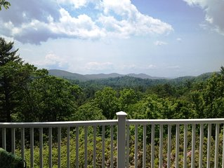 Beautiful Long-Range Mountain Views and Walk-to-Town Location!