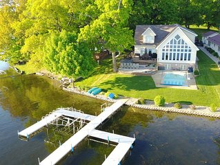 Beautiful Lakefront Home w/ Heated Pool, Hot tub & Game Room on Jimmerson Lake