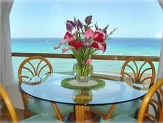 Full Ocean View - Steps to the Beach! Free Parking and Wi-Fi, holiday rental in Honolulu