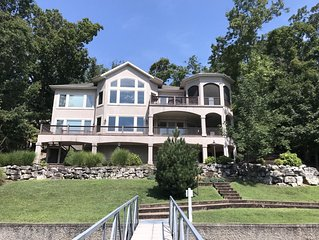 6 Bedroom lakefront home in Porta Cima! Main channel views with quiet water
