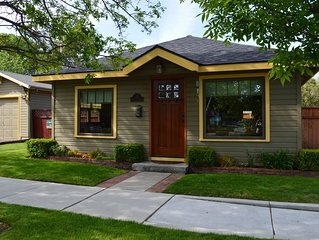 The Autumn Cottage in Historical Downtown Bend with Hot tub