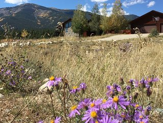 Peaceful Mountain getaway, 3 bath, Spectacular views!  Coffee in the cupboard!