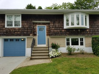 Easton Point Neighborhood - Walk to Beaches! Updated Kitchen and Baths!