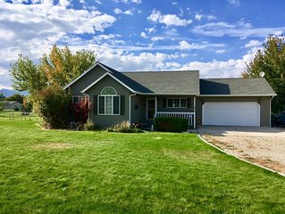 NEW LISTING!!! 4 bedroom 3 bath Country Home Escape sleeps 11 with hot tub