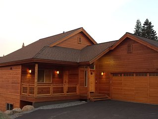 Luxurious Home Located Next To Ski Hill - Stunning Views - Gourmet Kitchen