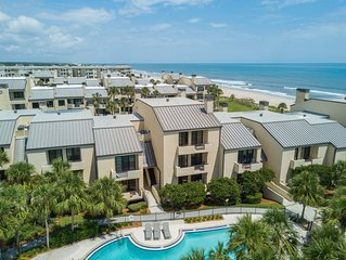 Oceanfront Condo, Beautiful Views of Ocean and Swimming Pool