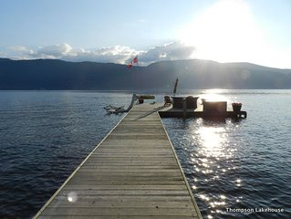 BEACHOUSE - 300 ft PRISTINE LEVEL WATERFRONT, PRIVATE DOCK with MOORING