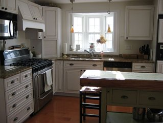 Charming Nubble Cottage Just Minutes to Beaches / Chef's Kitchen