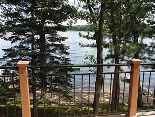 Beautiful, Relaxing Lakefront Home!  Enough Room For The Whole Family!