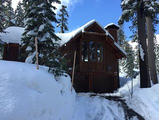 Alpine Meadows-Bear Creek/Squaw Valley Luxury Ski Cabin with Hot Tub and Garage