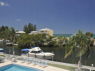 Beautiful Water Views, Quiet South End, Walk to the Beach