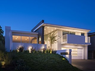 Beautiful Modern House in Malibu with Ocean View minutes walk to the beach