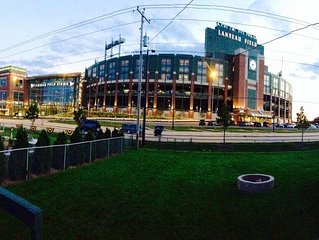 The PackerPlex* Lambeau is the Place to Stay in Green Bay