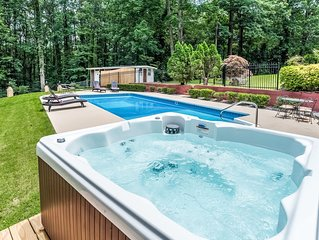 *SUMMER SALE_Home w/*Private Pool*HotTub*BBQ*Foosball*-Close To Airport&Downtown