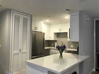 Beautifully remodeled condo close to attractions, restaurants and shopping!